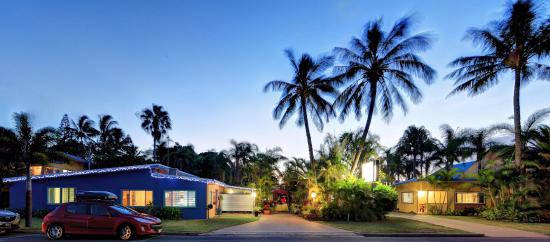 Bargara Gardens Motel & Holiday Villas: Front