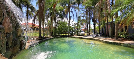 Bargara Gardens Motel & Holiday Villas: Pool