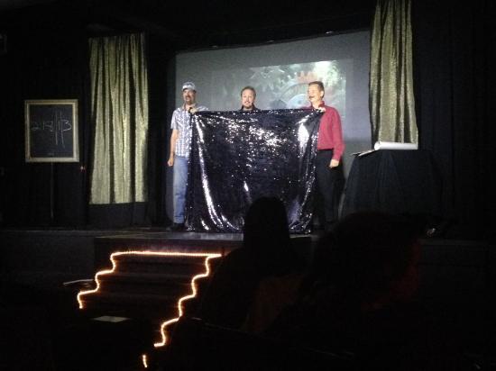 Fallsview Magic Theatre: Houdini hommage escape