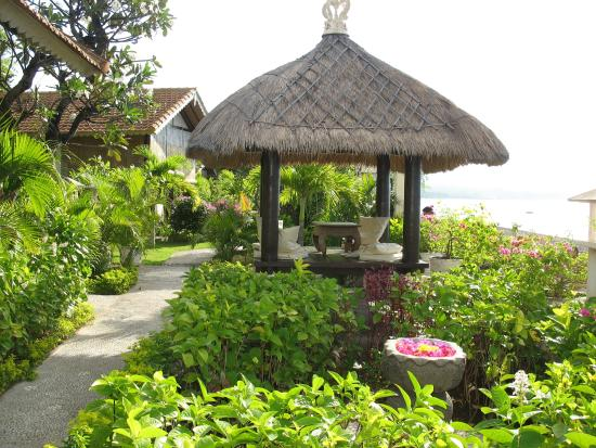 Kembali Beach Bungalows