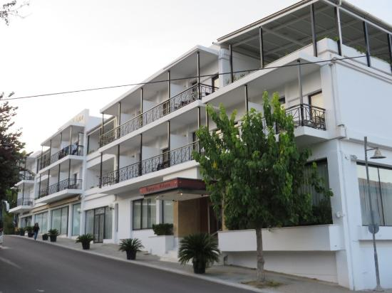 Olympia Palace: Hotel from Main Street