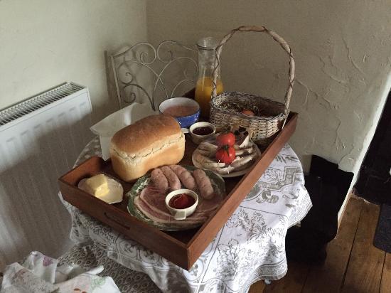 Tremeirchion, UK: breakfast hamper
