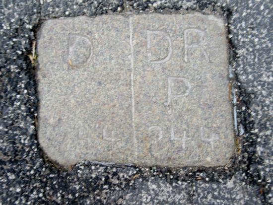 Højer, Danmark: Grænsesten nr. 244 midt i Rudbølvej