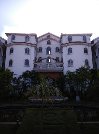 East Palace Hotel : Front View.