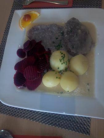 Tafelspitz Mit Meerrettich Rote Beete Und Kartoffeln Bild Von