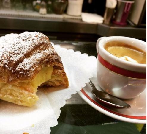 Cafe Lotti : Кофе и вкусняшка
