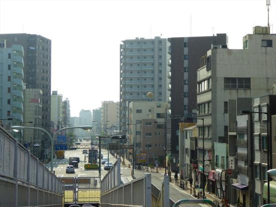 Hotel Accela: 北千住駅付近効果歩道橋より