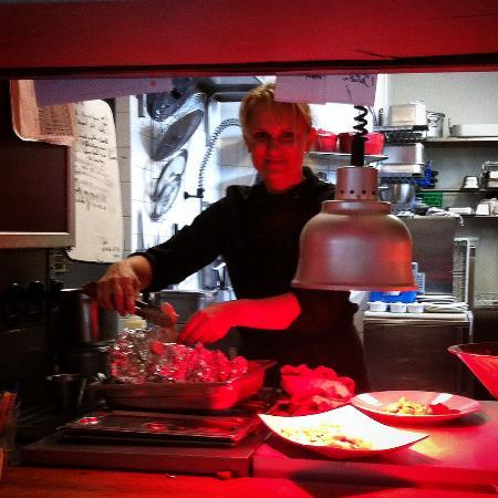 Cambremer, France : и его прекрасная повариха