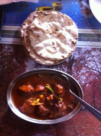 Downhill Restaurant: Kashmiri Chicken Tikka Masala & Roti