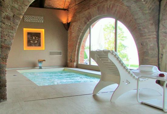 Agliano Terme, إيطاليا: Piscina idromassaggio