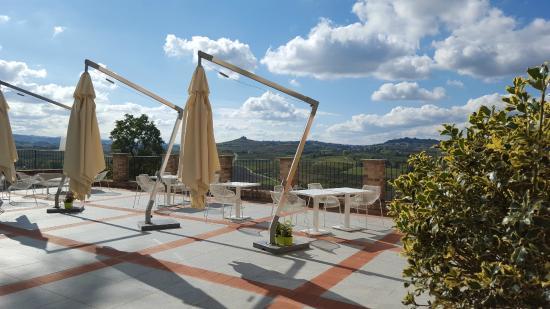 Agliano Terme, إيطاليا: Terrazza panoramica