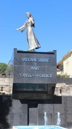 Laurie, MO: The statue at the National Shrine of Mary just turning around