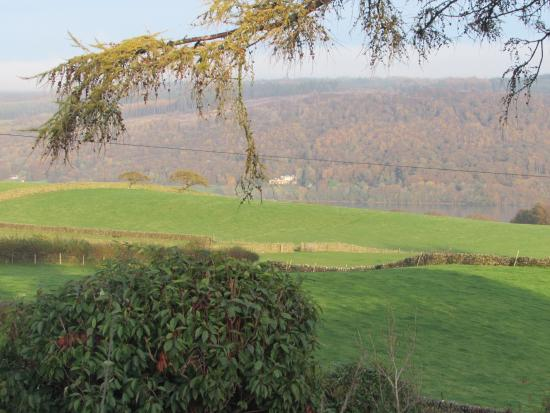 Browside & Underwood Self Catering Cottages: View out of the window towards the lake
