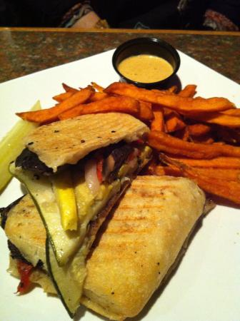 CJ's American Pub & Grill: Vegetable panini