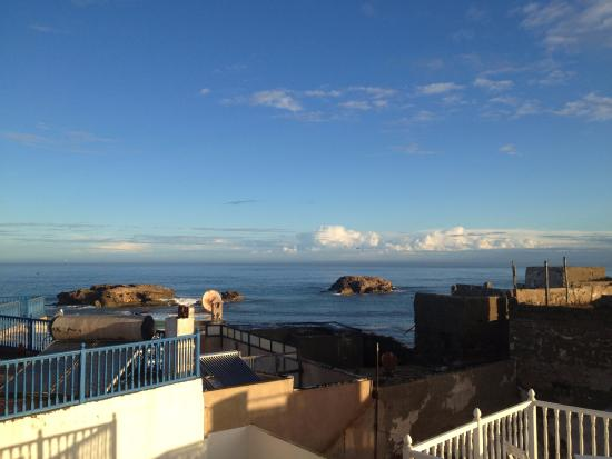 Riad Lunetoile : Sea from the rooftop terrace