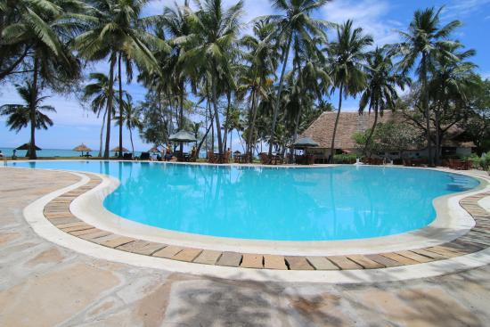 Diani Sea Lodge: Pool area