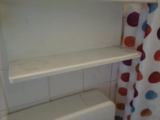 Dörenkamp Hotel: półka nad umywalką