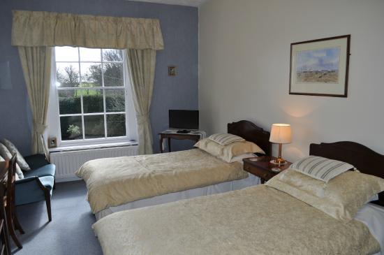 Kessingland, UK: Twin Room overlooking front formal garden