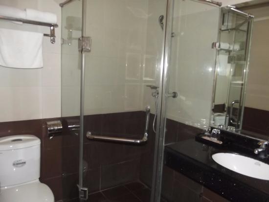 Hanoi Ruby Hotel: ванна