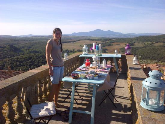 Locanda di CasalMustia: breakfast on the roof terrace