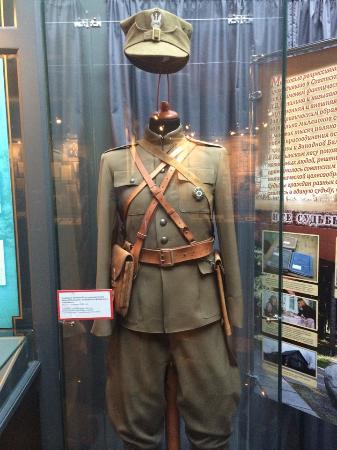 Katyn, Russia: Форма польского офицера из к/ф Катынь.