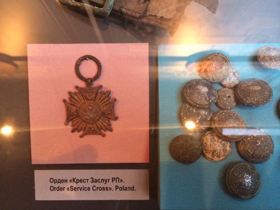 Katyn, Rosja: медали с места трагедии.