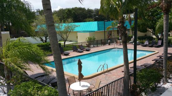 Days Inn Fort Pierce Midtown: Brand new renovated pool