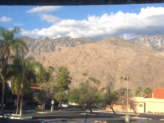 Quality Inn Palm Springs: View from window of room on ground floor looking west