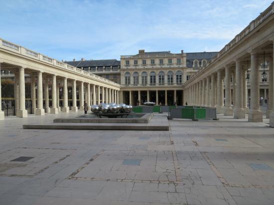 Palais royal picture of jardin du palais royal paris for Au jardin du port le palais
