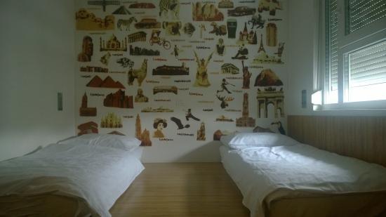 Bit Center Hotel: Super cool wallpaper - Ljubljana style