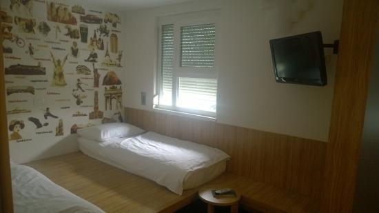 Bit Center Hotel: Bed