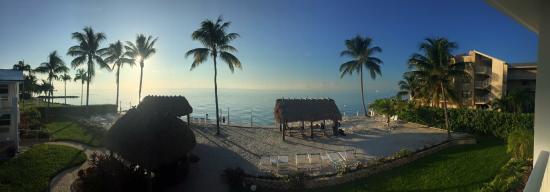 Continental Inn: beach view