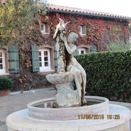 Viansa Winery and Italian Marketplace : Garden Fountain