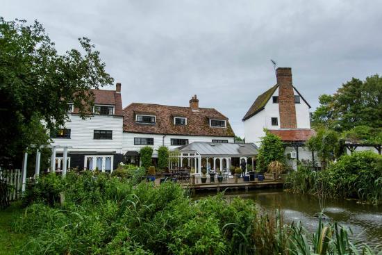 Sheene Mill: hotel and lake