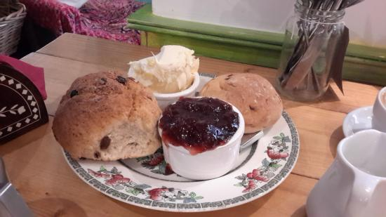 Charlie Friday's: Lovely cream tea!