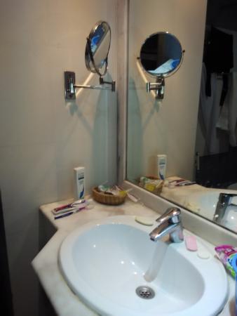 Mubarak Silver : Bath room