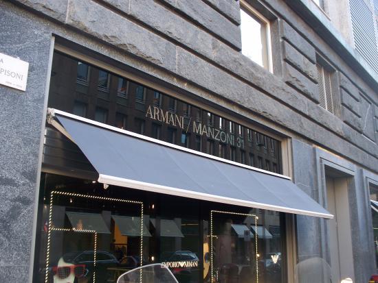 Ingresso ristorante nobu foto di armani megastore for Uffici armani milano