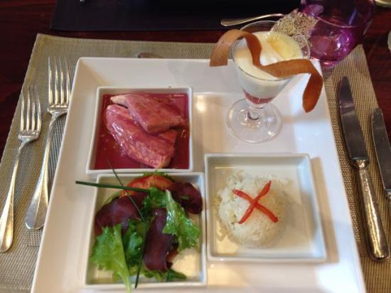 Le Comptoir des Châteaux | Hostellerie des Chateaux : Mittagsmenü: Salat, Fisch, dessert