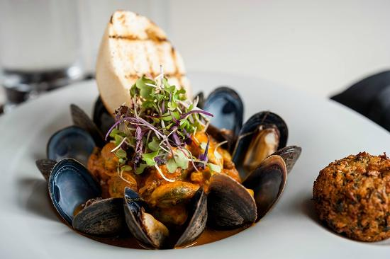 Water's Edge Resto Bar Grill: Mussels