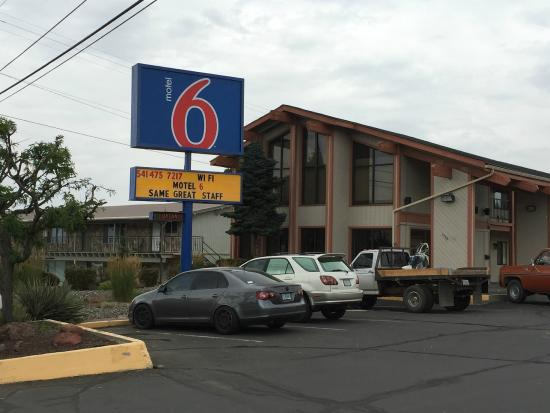 Motel 6 Madras OR: Exterior