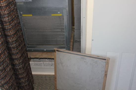 Staybridge Suites Knoxville Oak Ridge: HVAC system evaporator almost completely plugged with dirt