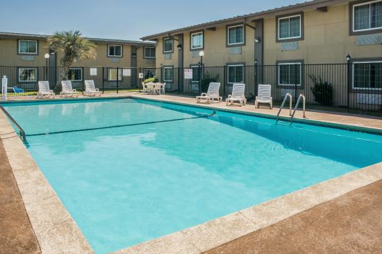Super 8 By Wyndham Beaumont Texas Hotel Swimming Pool