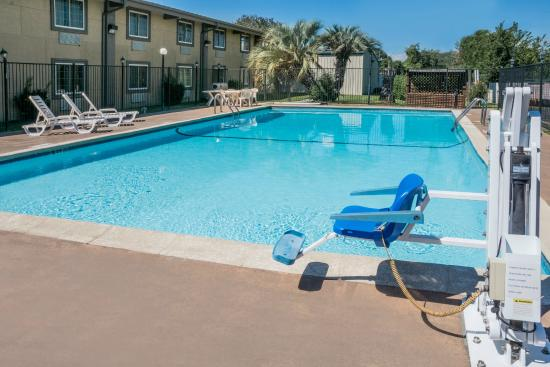 Super 8 By Wyndham Beaumont Texas Swimming Pool