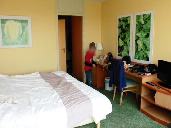 Chambre photo de center parcs les bois francs verneuil for Chambre d hotel normandie
