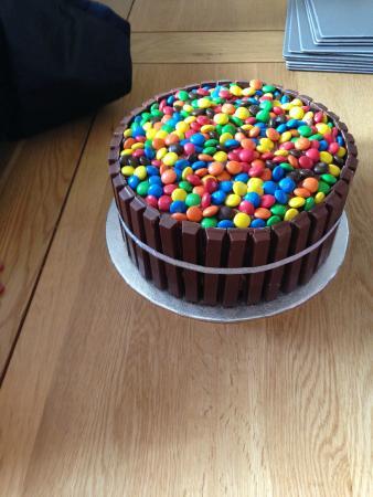 Barley, UK: M & Ms Chocolate Cake