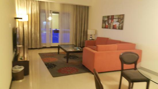 Flora Park Deluxe Hotel Apartments: 20151110_221439_large.jpg