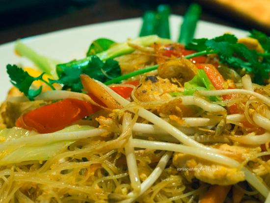Thai Pinto restaurant: Thai noodles with chicken bean shoots and peppers