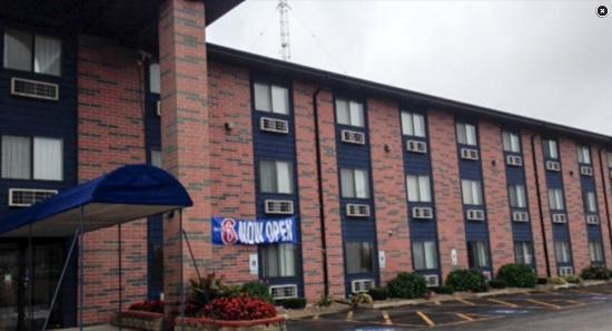 Motel 6 Elk Grove Village: Exterior