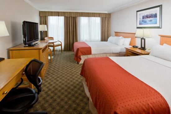 Holiday Inn Hotel & Suites North Vancouver: Two bed Guestroom