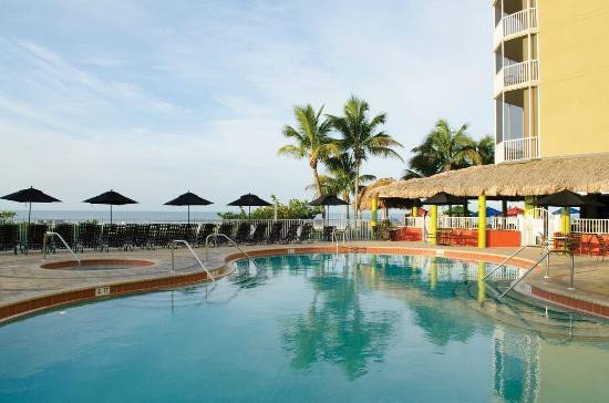 Cabana's Beach Bar & Grill: Cabañas Pool View
